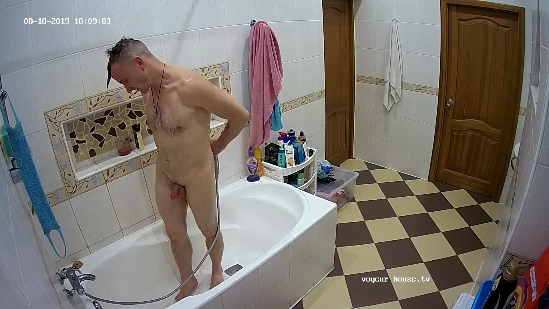 Guest guy evening shower 18 Aug 2019