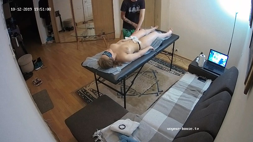 Guest girl gets a massage oct 12