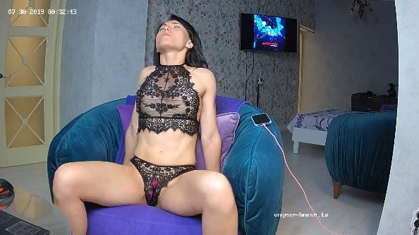 Clara dancing in a hot camshow action, July 30