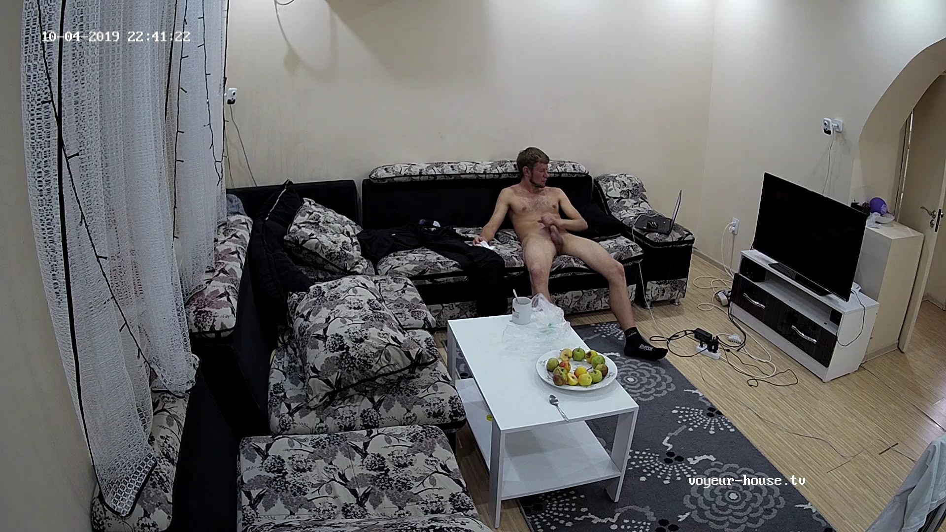 Archi Jerking Continues in Livingroom 4 Oct 2019